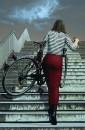 Frau mit Fahrrad III. Acryl auf Leinwand